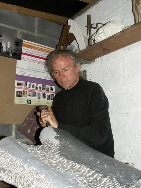 Le sculpteur dans son atelier