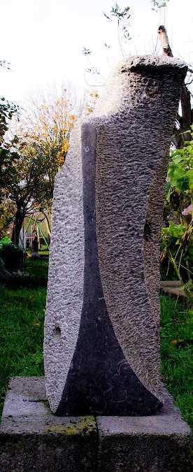 Vague Etrange - Sculpture sur pierre bleue